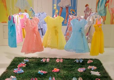 佛罗伦萨Pitti Bimbo童装展是最重要的国际童装展会,本届展会延续了上一季的势头,全面覆盖整个童装市场。