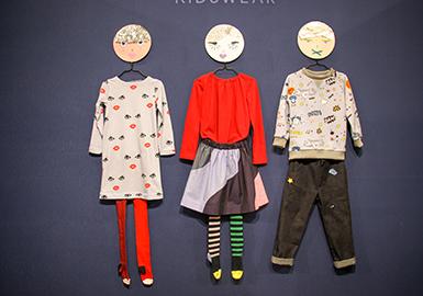 今年是巴黎Playtime童装展举办的第十个年头,参展品牌从2007首届的45家,极速上升至2017年秋冬的500家,且这些品牌有80%都来自国际市场。这场声势浩大的国际盛典在巴黎花卉公园举办,世界各地的访客在这里汇聚,一览童装市场的最新潮流。