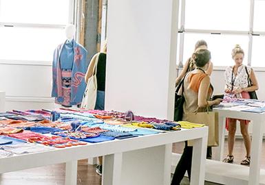 SPINEXPO作为国际知名的纱线展,每年,齐聚于此的纱线供应商、针织服装供应商和设计工作室都在这里分享流行趋势和设计灵感。它带来最前沿的时尚资讯和流行趋势的同时,也是建立全球化营销网络的重要平台。