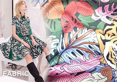 在18早秋发布上,真丝雪纺面料连衣裙仍然离不开印花。印花的多元素被贯穿运用,结合巴黎PV展所发布的面料,把女装连衣裙精致度大幅度提升。搭配浪漫唯美复古的裙形,无限放大了都市女性率性的柔美精致的都市时尚品味。