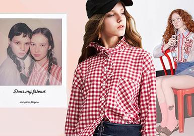 领部打结在市场中运用较多,也是本季秀场中流行元素之一,将其运用在衬衫、T恤等不同款式中,极具时尚设计感。