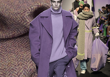 从POP网站秀场提炼的大数据分析得出,在18/19秋冬男装秀场上,大衣呢料色彩出现了很多新面孔,除了一些常青经典色以外,很多明亮的冷色系色彩也都发挥了重要作用。淡雾紫色、浅豆沙粉色以及建筑灰等,通过与毛呢面料的相互结合,使得这一季男装秀场上的大衣呢料更具视觉欣赏力,同时也让秋冬色彩散发出满满的鲜亮感。