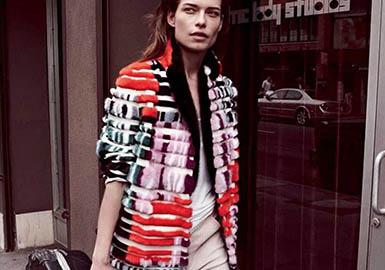 DROME品牌服装视皮革为核心设计元素,打破传统,以独特的主题创意赋予了新的含义和形态,吸收很多骑车一族花哨的服饰元素,融入很多设计理念,使其风格展现得新颖独特