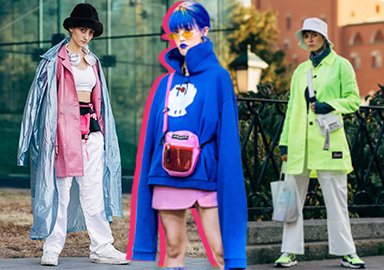 在秋冬季,街潮風格以耀眼張揚的色調與科技感、功能性元素的結合在街頭脫穎而出,而在街潮風的重點單品以衛衣、風衣、工裝外套等其中也會有大尺寸的格紋元素、科技感與功能性的設計元素組合,共同演繹混搭多元的街潮風格。
