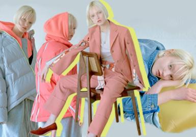 SJYP是韓國設計師品牌,設計師Stev Jung和Yoni Pai是一對設計師Couple!分別就讀于中央圣馬丁學院和倫敦時裝學院,畢業后一起創建品牌Steve J&Yoni P,并于2007年于倫敦時裝周正式出道。品牌以街頭運動元素、簡約復古的牛仔見長,這一季秋冬訂貨會中,清新溫暖的色調、絲帶的裝飾與拼接、混搭感的服裝搭配組合,讓秋冬季的服裝豐富多變且具有親和力。