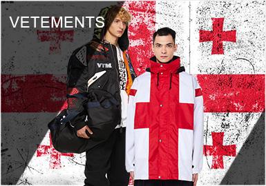 Vetements这个来自法国的时装品牌,是?#31579;?#40065;吉亚籍设计师Demna Gvasalia与七名匿名?#31245;?#20110;2014年成立。前卫独特的设计、标志性的长袖子、不到三年全球200家店铺,让Vetements在短短的时间内凭借其鲜明的特色成为最受关注的时尚潮牌之一。