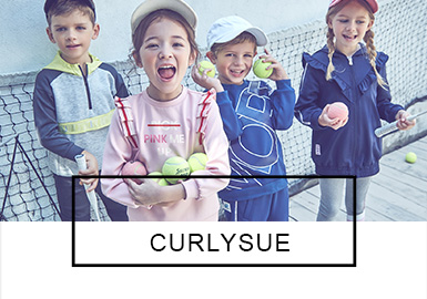 Curlysue是韩国Dreamsco公司旗下定位于3-12岁的著名童装品牌。2019?#21512;?#30340;Curlysue童装依旧以甜美清新为主,当下流行的紫色、绿色亮丽自然。荷叶边、蝴蝶结和拼接等元素在Curlysue设?#21078;?#30340;组合下更显精致优雅。本季?#21512;?#30340;卫衣、假两件、连衣裙、衬衫等款式中不失以往自然可爱的品牌定位,在注入了织带、醒目印花、装饰性斜挎包等潮流元素后更显个性。