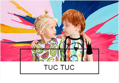 TUC TUC,1994年成立在西班牙,由玛丽莎和米格尔夫妇倾心经营。作为一个极具民族特色的高质量品牌,品牌倡导的生活方式是为了打造充满幻想和乐趣的小世界。2019?#21512;腡UC TUC服装的设计灵感来源于充满童趣的户内外活动、家庭生活、甚至是小恶作剧。?#21491;?#29420;特的设计、高质量的制作工艺、大胆突出的色彩搭配,把穿衣的基本需求变成了轻松愉悦的生活方式。