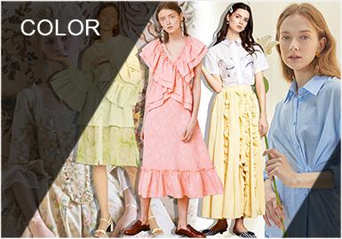 粉蠟色系的歷史追溯于18世紀,洛可可時期輕快、華麗、纖弱、柔和、繁復的服裝風格,洛可可式的色彩十分嬌艷明快。以一部描述法國王后瑪麗·安托瓦內特生平的電影《絕代艷后》最為代表,在服裝上完美展現了洛可可時期宮廷服飾,同時色彩柔和艷麗,崇尚自然,風格飄逸、典雅,十分具有陰柔之美,并強調了女性的特點。