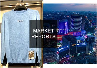 2019早秋桐鄉毛衫市場依舊以商務風格的款式為主,時尚休閑與運動休閑風格的占比在不斷減少,新季值得關注的是年輕商務的占比開始增加,這也是消費群體年輕化的表現;整個市場毛衫在用色上依舊以保守的黑、白、灰、深紅、霧霾藍為主;圖案、細節的設計以簡潔為主,講究用多工藝組合來表達;雪尼爾是早秋市場的重點紗線,與秋冬季節相比時下的雪尼爾質地更加輕薄細膩。