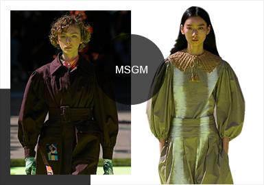 """本次MSGM-2020春夏秀場中,你會看到有關Massimo Giorgetti最好的MSGM系列之一,代表著十年的商業生涯的沉淀,通過六個月時間準備,途中脫離了過于俗氣的元素并磨煉品牌DNA,應用大量MSGM常規元素例如扎染、蝴蝶結、高純度顏色、以及MSGM經典花卉圖案""""這是第一次在不涉及靈感的狀態下工作,是反省自己十年以來所總結出的最佳表現。"""""""
