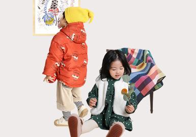 成立于2012年的中国婴幼童品牌papa童装,以简单纯粹为孩子着想深受家长喜爱。在19/20秋冬papa以神秘农场、愉快假期、大自然的小秘密、秋天的户外以及森林雪人为灵感,通过孩子们易懂的图案,为孩子们诉说papa冬日的品牌故事。