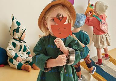 以moimoln、Alfonso、Allo&lugh、Pimpollo为重点品牌,从面料、图案、工艺细节、单品等方面分析19/20秋冬韩国十大婴幼童标杆品牌。