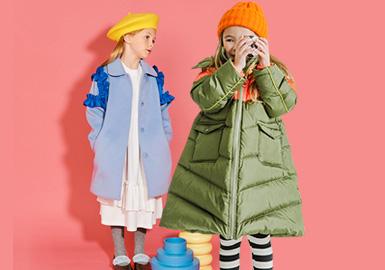 LITTLE CLOSET创立于2015年,是好孩子(中国)旗下的一个追求精致设计,崇尚感性,专注于儿童美学和时尚生活方式的国际童装品牌。在19/20秋冬LITTLE CLOSET重点以蓝色、紫色等色系来打造款式,为孩子们带来个性玩趣的时尚体验。