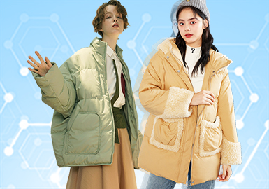 根据POP 11月用户下载量TOP100女装棉/羽绒服数据分析,其中自然棉麻风格、休闲运动为月内主要关注风格。图案上应用字母、繁复印花成为主流图案方向。拼接工艺关注度依然较高,秋冬季抽绳工艺关注度也逐渐提升。