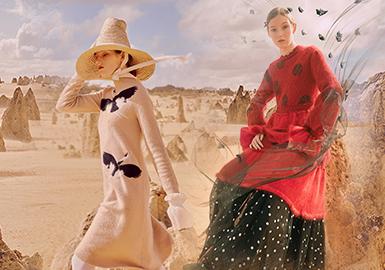 """中国新锐设计师班晓雪于2012年成立个人同名品牌BAN XIAOXUE,坚持以独特的文艺风格为导向,服装以简素、纯粹、自由为特点,产品提倡天然、环保的健康理念。本季再度与The Woolmark Company合作,追源溯本,以发展和创新为重点,选用澳大利亚天然美丽诺羊毛,推出2019/20秋冬""""云游""""系列,从牧场到成衣,顾客可追踪并了解到该系列各供应链环节的完整信息,为可持续时尚赋予了无限可能。"""