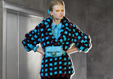 在春夏時裝秀上,新女性的概念已經初具雛形,這次的早秋系列強化了這個概念。Silvia Venturini Fendi隱藏著放肆、自由、叛逆的一面。對巧妙乖張的天賦塑造了她的風格,帶著離經叛道、標新立異的氣質。現在,她掌管著Fendi,這種對比設計完全是創造性的。盡管Karl Lagerfeld的作品中也有類似的精神,但Venturini Fendi注入了自己的味道,以更柔和的風格撫平了棱角——更女性化、更溫柔,但也同樣美妙。