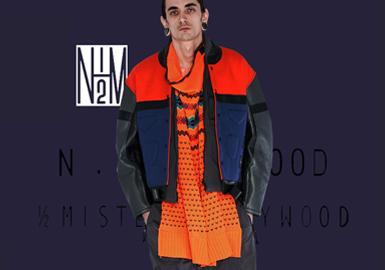 N.Hoolywood,由日本设计师Daisuke Obana(尾花大辅)创立于2002年,被誉为日本时装界的DIOR MEN,在设计上追求精炼,简约化,同时注重对美式街头潮流的吸收,加上本身的原宿风格,让它比DIOR MEN更平易近人。如同其他个人品牌设计师一样,尾花大辅也习惯把自己的日常生活和兴趣融入品牌设计中,因此设计方面也会随着他生活上的经历而变得有所不同。轻微解构化的轮廓以技术材料和生动的色调呈现,彰显该品牌引领潮流的街头装设计手法。 不断推出的合作系列,包括与Reebok Classic的季节性合作,见证了该品牌在街头装领域的蒸蒸日上。