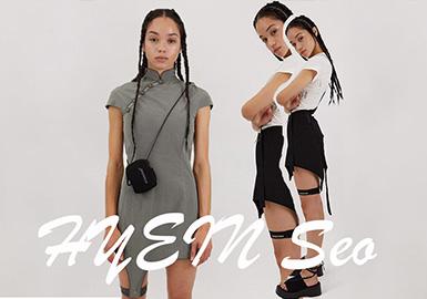 """毕业于安特卫普皇家艺术学院的韩国设计师 HYEIN SEO,于 2013 年创立了自己的同名品牌。Hyein Seo 并没有遵循传统的韩国风格设计,作品设计上在融入了街头时尚元素的同时也透露着强烈的朋克风格,更将黑暗与扭曲的美学渗透其中,通过服装上多元的文化元素交集融合创造出一种不同的美学风格。时尚评论家都曾对于 HYEIN SEO 的服装给予了 """"可销售以及可穿戴性强"""" 的评论,而这样的产品在当下的零售市场上正是极具吸引力的那一类,蕾哈娜穿了她设计的第一个系列后,就如开了挂一样火遍全球。韩国店地址:95-5 Cheongdam-dong,Gangnam-gu,Seoul"""