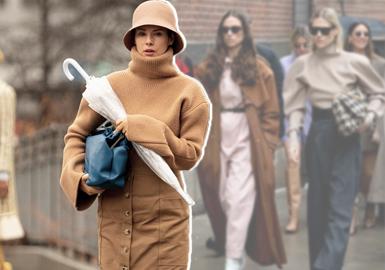 简欧通勤风格是四大时装周秀场最突出的搭配风格,而在时装周的街拍中,时尚达人们也将这一风格展现的淋漓尽致,同色系穿搭是主流风向,复古粗织毛衫、加宽肩量的设计,以及用裤装、半身裙的搭配来表现干练的通勤感受,用粗链条的金属配饰或包袋来增加亮点,墨镜的加持增添酷感。