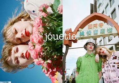 jouetie设计师品牌是由日本姐妹AYA和AMI2011年创立的时尚品牌,AYA和AMI很喜欢把不同的元素结合在一起,由此她们的品牌服装更是集甜美,复古及摇滚于一身,强调个性不受约束,以混搭的方式来展示与众不同的一面。