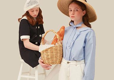 本篇报告围绕少淑女装设计师品牌展开的综合分析,2020春夏季的设计师品牌女装更加偏向于运动休闲带来的舒适自由感,带有刚刚踏出校园的稚嫩和对未来成长的期待。学院感的衬衫连衣裙、极具穿搭性的卫衣和帅气的深浅拼接牛仔单品是青涩少女风格下的主要单品。色彩上整体色调以低饱和度的马卡龙色调为整个风格的柔和基调。
