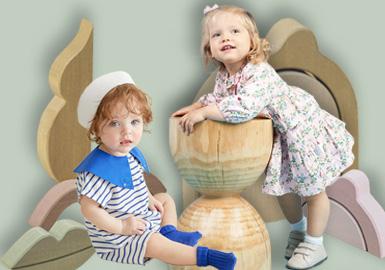 来自韩国童装品牌moimoln,在国内有着的较高的关注度,2020春夏moimoln一如既往的延续以往的清新可爱风。炫丽多彩的花卉印花,精致典雅的条纹形象,以及各种灵动活泼又充满趣味性的格纹、波点设计在本季度春夏服饰中大放异彩。