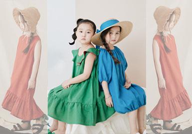 来自韩国的童装品牌Roanjane,以其时尚简约的风格,个性独特的版型设计,深受人们喜爱。品牌多以纯色系为主,和谐柔美的颜色,搭配精美亮眼的配饰,整个造型看上去非常亮眼时髦。
