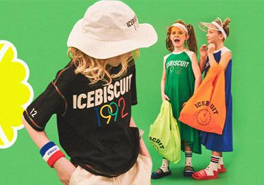 icebiscuit秉承年轻、活力、独特、高雅的品牌理念;亦是青春、活力、幽默、追逐梦想的代名词。在2020春夏icebiscuit以红、白、蓝色调结合网球风格作为品牌设计灵感,呼吁孩子们带上球拍,一起运动场见吧!