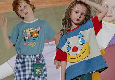在2020SSTYAKASHA延续品牌的趣味、时尚设计,以塔卡沙马戏团、海盗笑脸说明书、时令果蔬展览馆、露营大冒险等主题,将图案与细节融合展现出一个时尚、趣味且独特的塔卡沙。
