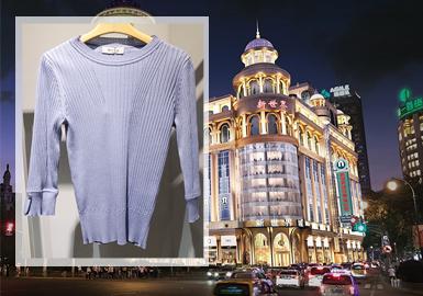 随着国内疫情的进一步好转,上海的零售市场已经恢复了往日的活力与热闹,简洁有力的设计,能提高整个造型的时尚度,在女装毛衫有型的着装中,饱含活力满满地状态出街,散发个人气质的同时,沿着熟悉的街道信步游走,休闲与随意,让一切变得简单。