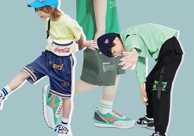 根据2020春夏男童五大标杆品牌(little MO&Co.、Balabala、GXG.kids、MQD、Mini Peace、)数据显示,春夏季裤子款式主要以短款为主,工装口袋装饰与色块拼接类短裤在本季持续流行,而运动短裤在本季关注度有所上升是本季一大热点,除此以外插画感的印花形式运用给人带来新颖感觉,值得关注。