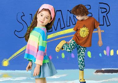 2003年创立的韩国童装品牌Bambino,以卓越的品质和简单大方的设计风格深受到顾客喜爱。在2020春夏Bambino主要以趣味表情、小雏菊、彩虹等图案元素为灵感,加以明快的色调和清新的搭配为孩子们带来愉悦。