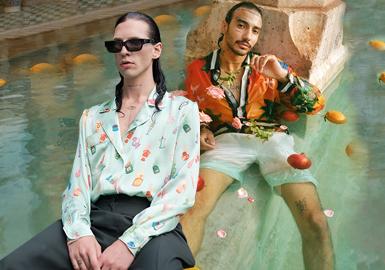 法国籍摩洛哥设计师Charaf Tajer在时装行业里并不是新手,他曾担任过各种品牌的创意总监,与Virgil Abloh等名人合作过,是2008年巴黎街头品牌Pigalle推出时的关键人物。2019年成立的Casablanca——一个旨在融合舒适与优雅,带有一丝不羁与幽默的男装品牌。这种美学构架来自于Tajer的经历,既包含有Pigalle的Streewear元素,又融入精致成衣设计,再注入他对巴黎风情的独到见解,让Casablanca与众不同,却又让人感到亲切,传达出愉悦的地中海式慵懒气息。