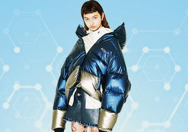 根据POP6-7月用户下载量TOP100女装棉羽绒服数据分析。从数据中可以看出,时尚休闲风格占比较高,一直稳居第一的位置,直身形的宽松廓形成为主打时尚休闲风的主打,体现出舒适且易穿搭的优点,而本次中绗缝的工艺成为设计师们主要关注要点,在面料上做设计,体现出精致的感受。