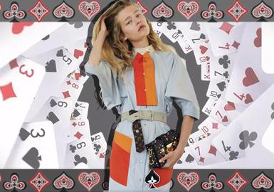 Louis Vuitton 2021早春系列以静态的旅程为灵感,「Game on」为主题,追求向内心出发,对内在情感的探索犹如一场游戏,本季在路易威登女装艺术总监 Nicolas Ghesquière位于巴黎的工作室内拍摄 。创意总监 Nicolas Ghesquière 将时尚创作比作游戏历险--以品牌经典设计美学为起点,整个系列包含2个子系列:quotidian系列与扑克牌元素系列。其中,扑克牌成为新一季手袋的主要设计元素,经典Monogram老花图案与纸牌的4种花色融汇交织,或者直接将包包做成扑克牌、骰子和桃心造型,打造一场轻松又富有个性的早春度假之旅。
