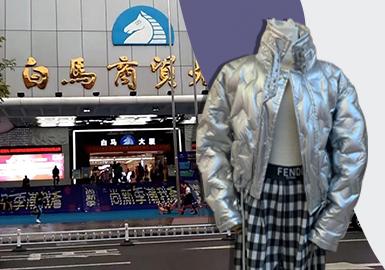 进入1月后,广州批发市场逐渐进入了2021早春款式批发热门季,众商家更是纷纷上新款,但市场整体仍以少量早春新款+大量秋冬款式组成,连衣裙、棉羽绒仍是占据广州市场的热门单品榜首。因此,2020冬季产品是本次报告分析的重点。
