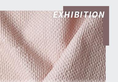 2022SS巴黎Première Vision面辅料展会依旧以线上展的方式于2月15-19日如期举行。自创建以来,Première Vision作为全球公认最具权威价值的面料博览会,面向全球纺织专业人士开放的顶级盛会,为时尚专业人士呈现丰富和独一无二的时尚信息和产品供应。 如今,面料的耐用性、功能性、可持续性是不容忽视的主要发展趋势方向之一。本届2022春夏巴黎PV展的新产品不但引人注目,且凸显了时尚与功能性、追寻生态循环等新需求的融合汇聚,所呈现出来的最新面料无论是网眼针织,蕾丝、提花、梭织等面料,还是皮革与牛仔织物均体现出耐用功能性与生态责任的新立场,开启了功能时尚与生态责任的一次绿色对话。