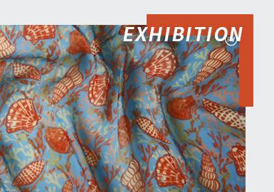 流行纺织行业世界展会之巅——最具影响力的视觉面料博览会2022SS巴黎Première Vision面辅料展会以线上的方式如期而至,本次的线上展时间为2月15-19日,为期5天。PV展被公认为世界面料潮流的风向标,引领着最新面料的盛行趋势,尤其是花型面料。 2022春夏巴黎PV展的印花新产品不但在色彩上更加让人耳目一新,且呈现出来的花型图案另类大胆,表达了人们对于未来新生活的强烈诉求。形象化的图案讲述了去海边旅行和逃避现实的回忆。花朵图案被改造成一种全新的面貌,散发出诱人魅力。数字科技日益扩展着其影响力,释放出肆无忌惮的虚幻境界的梦境。此外,顺应全球可持续发展、追寻生态循环战略,2022SS花型面料也打开了一扇绿色之门,在布底材质上选用了一些环保可持续纤维及印染工艺。