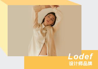 """韩国设计师品牌Lodef是LOVE和DEFY字母组合而来的名称,他包含人道主义之爱的热爱以及Defy抵抗和抵制时代偏见的意志。品牌基于""""压倒性的放松""""美学,将优雅的艺术感和信息传达给服装体验者。2021春夏系列受到了20世纪现代主义陶艺家Lucie Rie的创作的启发,使人意识到自己的体态丰满或带有过多装饰的粗俗之美。提取陶瓷品的线条美,删减设计元素。以显示针对女性曲线的剪裁,使得服装更加适合不同身材类型的女性。"""