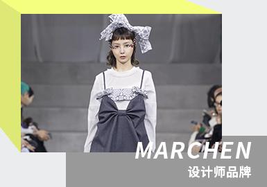 "MARCHEN 是设计师陈慈航于2016年创立的中国本土设计师品牌,设计师毕业于伦敦中央圣马丁面料专业,MARCHRN在德语中是童话的意思,由设计师的名字结合出生月份组合而来。MARCHEN被称为""仙女裙""专业户,凭借鲜明的浪漫少女风格,标志性单品在设计师品牌中脱颖而出。充满想象力的面料,强调热烈诗意的梦幻美学,打造灵动的""日常化高级时装""。MARCHRN从十七世纪的服装及雕塑中发现了回归自然的魅力,并以此为灵感带来2021/22秋冬系列,重塑古典礼服的旧面貌,""水珠""元素、蝴蝶结、蕾丝等元素构筑了秋日梦幻少女。系列中,回归真实的MARCHRN少女,以触摸天空的冷,来感受衣裙之暖。"