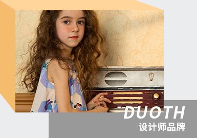 来自中国的本土品牌DUOTH朵氏,设计师们旨在对自然、趣味的创意构思,借助艺术家观念去表达、强调与艺术互动的体验宗旨,打造充满艺术感与想象力的氛围。同时面料的选择兼具舒适度与美观度,图案的多样化运用为系列带来大气的设计感,传达出一种自由纯粹的穿着态度。